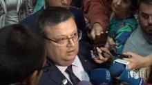 Цацаров изригна срещу Цветан Василев: Той е беглец от закона!