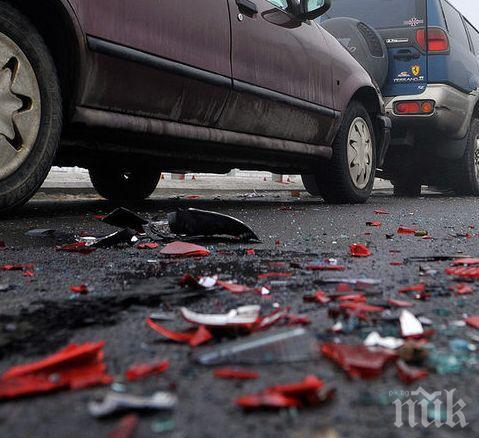 ЧЕРНА НЕДЕЛЯ! Катастрофа на пътя София-Варна взе две жертви