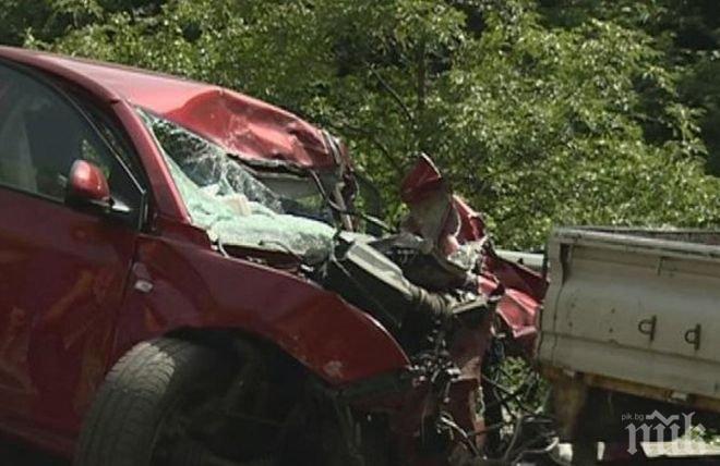 Ужасяваща катастрофа край Бучин проход, две коли са напълно размазани