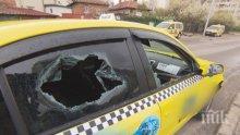 """КАТАСТРОФА В ПЛОВДИВ! Такси се заби в дърво след удар с """"Пежо"""" (СНИМКА)"""