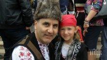 """САМО В ПИК И """"РЕТРО""""! Александър Симов с ексклузивен коментар: Цветанов да открие парламента в народна носия! Патриотизмът се превърна в кич и стока, която носи големи пари"""