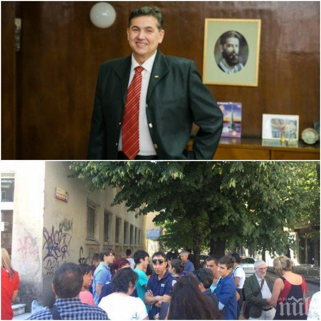 ИЗВЪНРЕДНО В ПИК TV! Екшън и бунтове в СМГ - учители на протест в подкрепа на директора (ОБНОВЕНА)