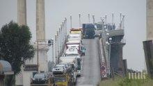 """Километрична колона от тирове се образува на ГКПП """"Дунав мост 2"""""""