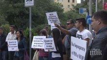 Родители и ученици протестираха в подкрепа на уволнения директор на СМГ
