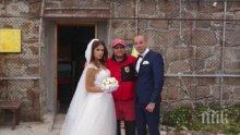 Магия! Влюбени се ожениха на Мусала в деня на Съединението (СНИМКИ)