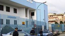 Ужасяващо! Разследват италиански полицаи за изнасилване на студентки