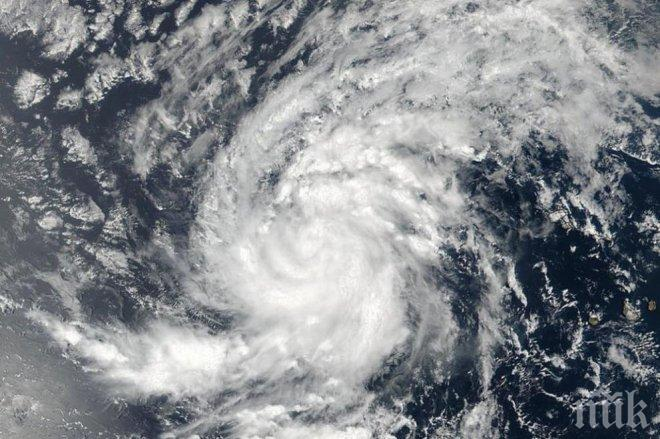 """Апокалиптично! В САЩ прогнозират, че ураганът """"Ирма"""" ще опустоши цели щати в страната"""