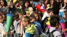 ПЪРВИ ЗВЪНЕЦ! 75 000 първолаци откриват учебната година