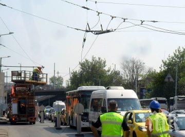 ИНЦИДЕНТ! Тролейбусни жици паднаха в Пловдив