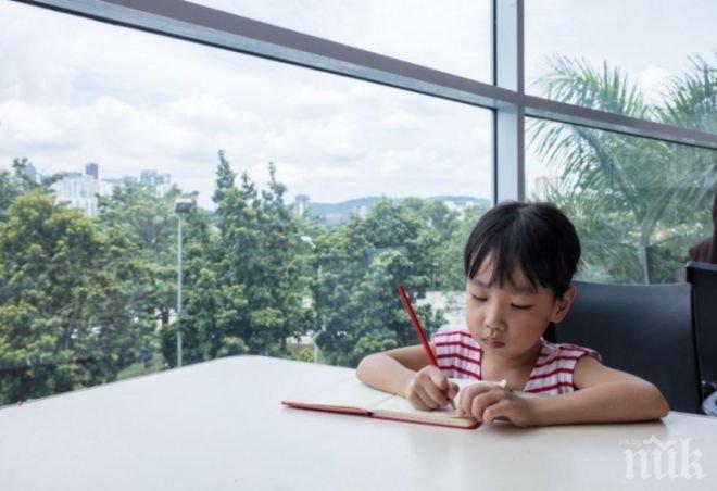 Десетгодишно момиченце стана студентка (СНИМКИ)
