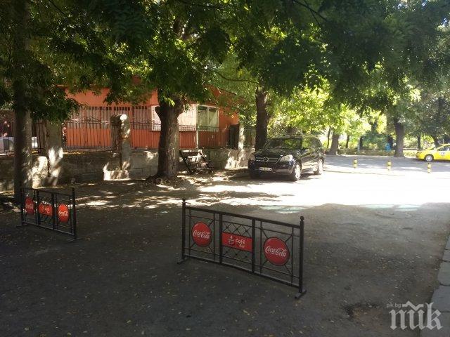 НАГЛОСТ! Ето как джипът на цар Киро затвори улица в Пловдив
