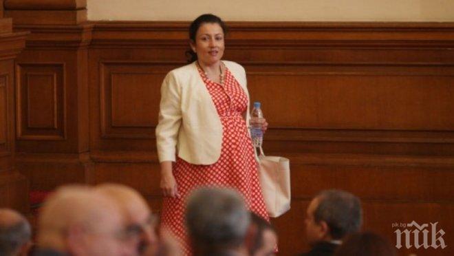 ПЪРВО В ПИК! Десислава Танева се върна на работа след раждането на близначките, посрещат я с аплодисменти