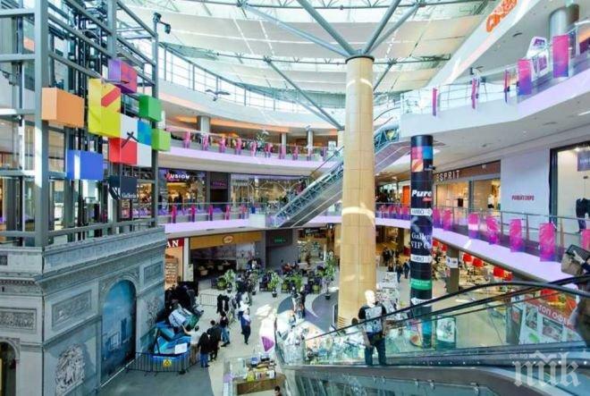 ШОК! Пропадна таванът в бургаски мол