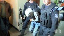 БРУТАЛНО! Роми нападнаха полицаи в Айтос, единия от пострадалите е с комоцио