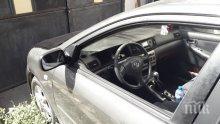 Жена от Пиринско в шок! Колата й осъмна потрошена и с нарязани гуми
