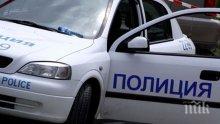 Меле край Асеновград! Бус помете каруца и кола, мъж е в тежко състояние