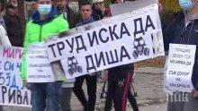 НА БУНТ! Село Труд с пореден протест срещу дейността на завода за преработка на биомаса