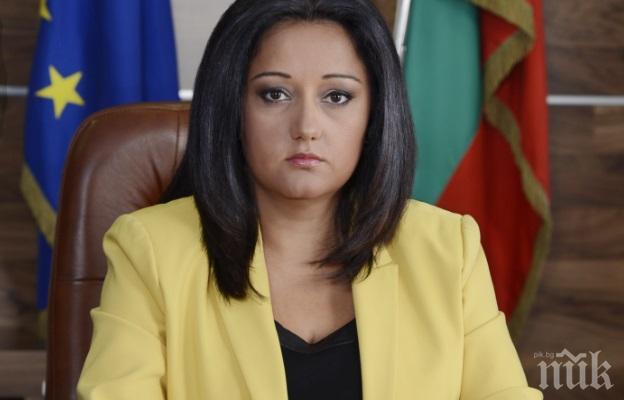 Лиляна Павлова обяви поръчка за четвърт милион лева за доставка на компютри и офис техника