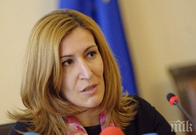 Ангелкова се похвали: За първите 7 месеца страната ни има 5 милиона чуждестранни туристи и 7,2% ръст.