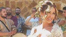 Енджи Касабие - глезана и половина! Петима слуги обслужват ливанската примадона