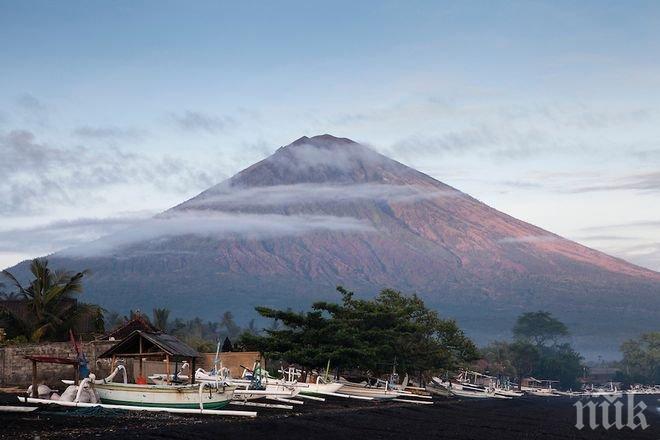 Евакуираха над 35 000 души заради вулкана на остров Бали