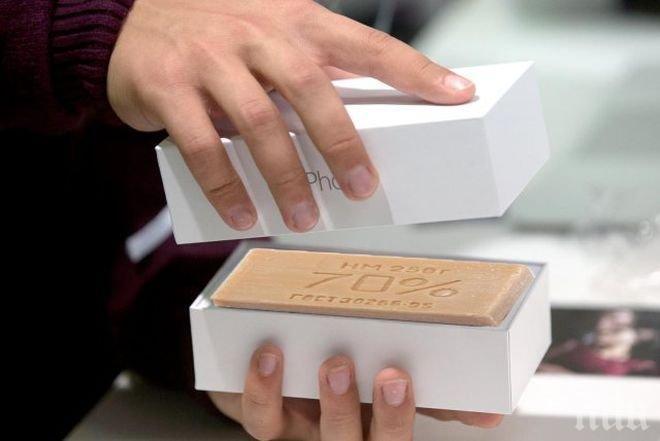 ПРЕМИЕРА! Новият айфон не предизвика обичайната истерия - едва 30 души чакат пред магазина в Сидни