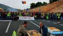 Пътни блокади и демонстрации парализираха Каталуния