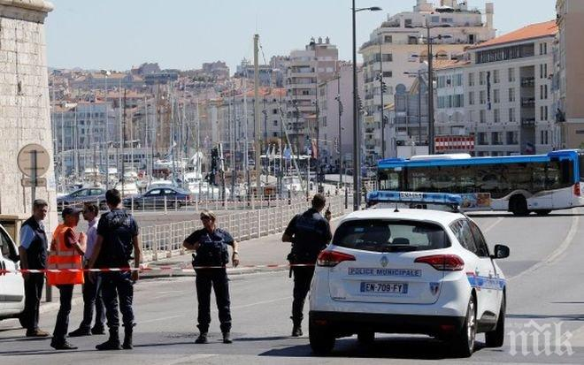 Ужасяващи подробности за терора в Марсилия! Жертвите са жени - едната е с прерязано гърло, другата намушкана в корема