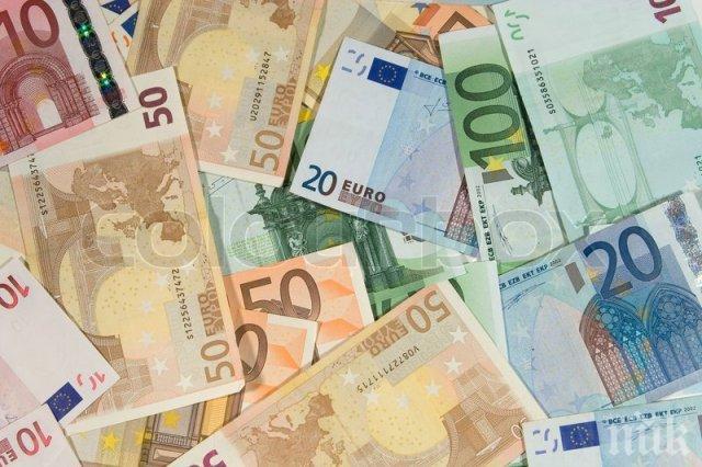 Митничарите на Капитан Андреево в шок! Сръбкиня натъпка 10 хил. евро в сутиена и бикините си
