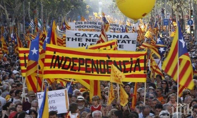 ИЗВЪНРЕДНО! Мъж с нож е нападнал хората в една от избирателните секции в Каталония