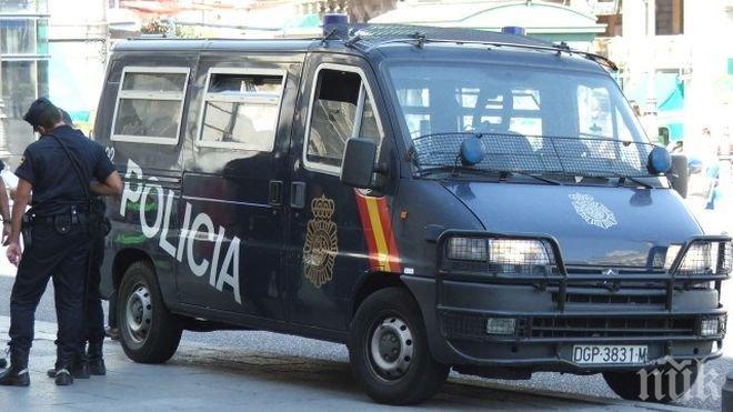 Напрежение в Барселона! Полицията затваря училища, в които трябва да се гласува за референдума