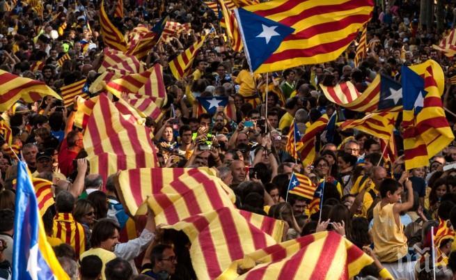 Над 500 полицейски служители изгонени от хотели в Каталония след референдума