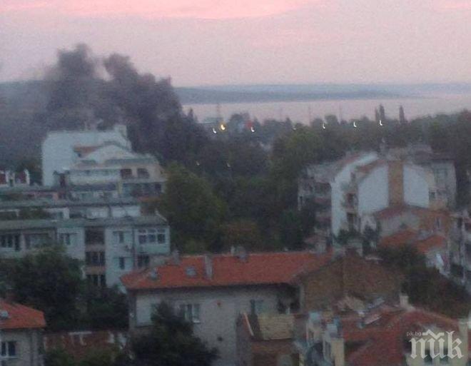 От последните минути! Гори голям пожар в Бургас