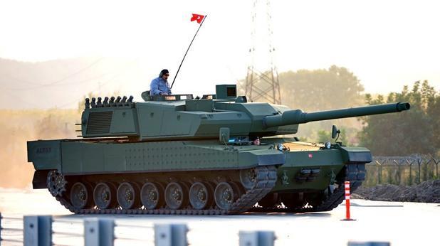 НАПРЕЖЕНИЕ! Турция стовари танкове на границата със Сирия