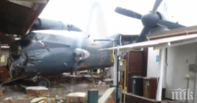 Инцидент! Военен самолет се вряза в полицейски участък в Перу (ВИДЕО)