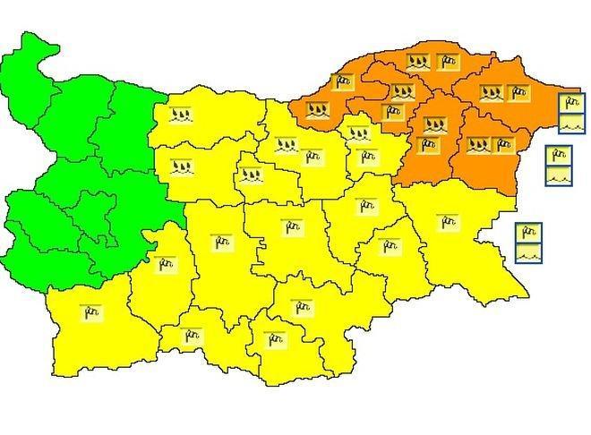 Оранжев код за обилни валежи и силен вятър е в сила за 6 области на страната