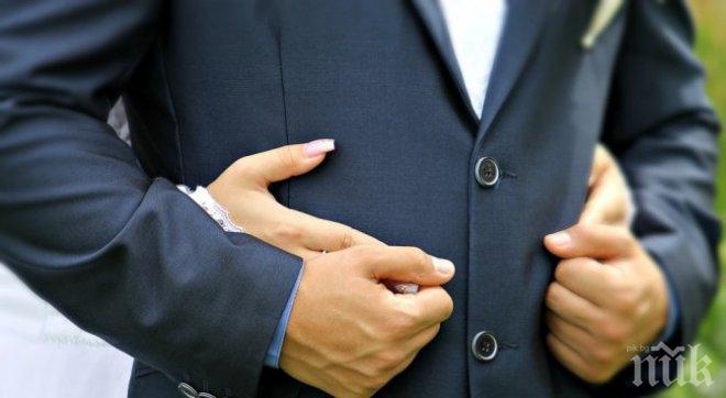 Свекърва настоява за първа брачна... свирка (СНИМКА 18+)