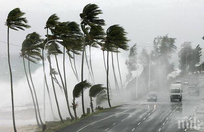 """Ураганът """"Нейт"""" отслабна до тропическа буря"""