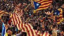 Около 30 хиляди поддръжници на каталонската независимост се събраха около регионалния парламент, докато Карлес Пучдемон изнасяше речта си