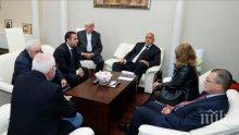 """Премиерът Борисов на среща с протестиращите от """"Емко"""": Трябва да се изслушват страните"""