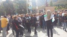 Лекарите от болницата във Враца излизат отново на протест