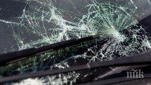 НА КОСЪМ! Тежка катастрофа между автобус и микорбус край Враца се размина без сериозно пострадали (СНИМКИ)