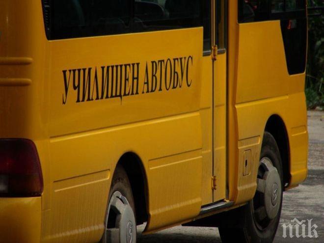Циганин скочи на шофьор на училищен автобус - защо свалил детето му от рейса