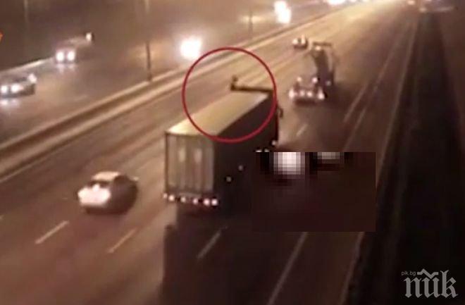 ШОК! Моторист загина, убивайки жена на магистрала (ВИДЕО 18+)