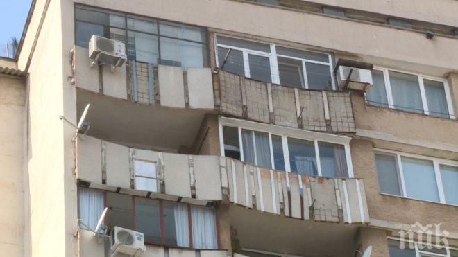 Бетонен къс падна от жилищен блок в Сливен в час пик