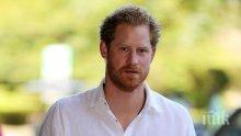 Принц Хари прие посмъртно отличие за Даяна заради помощта й за хората със СПИН