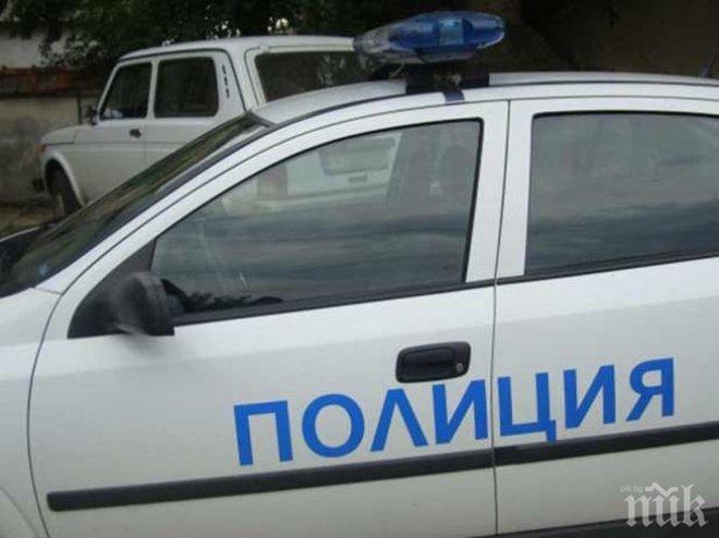 ТЕЖКА КАТАСТРОФА! Кола се удари в бус, 19-годишно момче е ранено