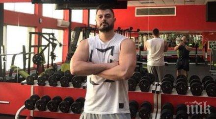 Бареков се хвали с... 48 см бицепс