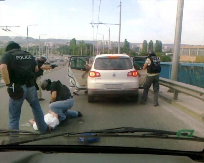 Полицията озаптява Росен Животното