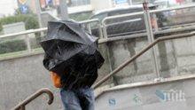 БЕДСТВИЕ! Силният вятър остави хасковско село без ток